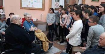 Ученици у посети Геронтолошком центру